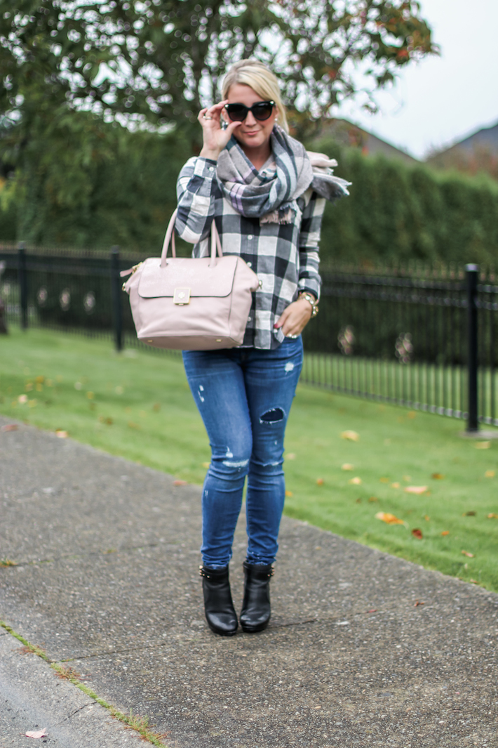Fall look ripped jeans