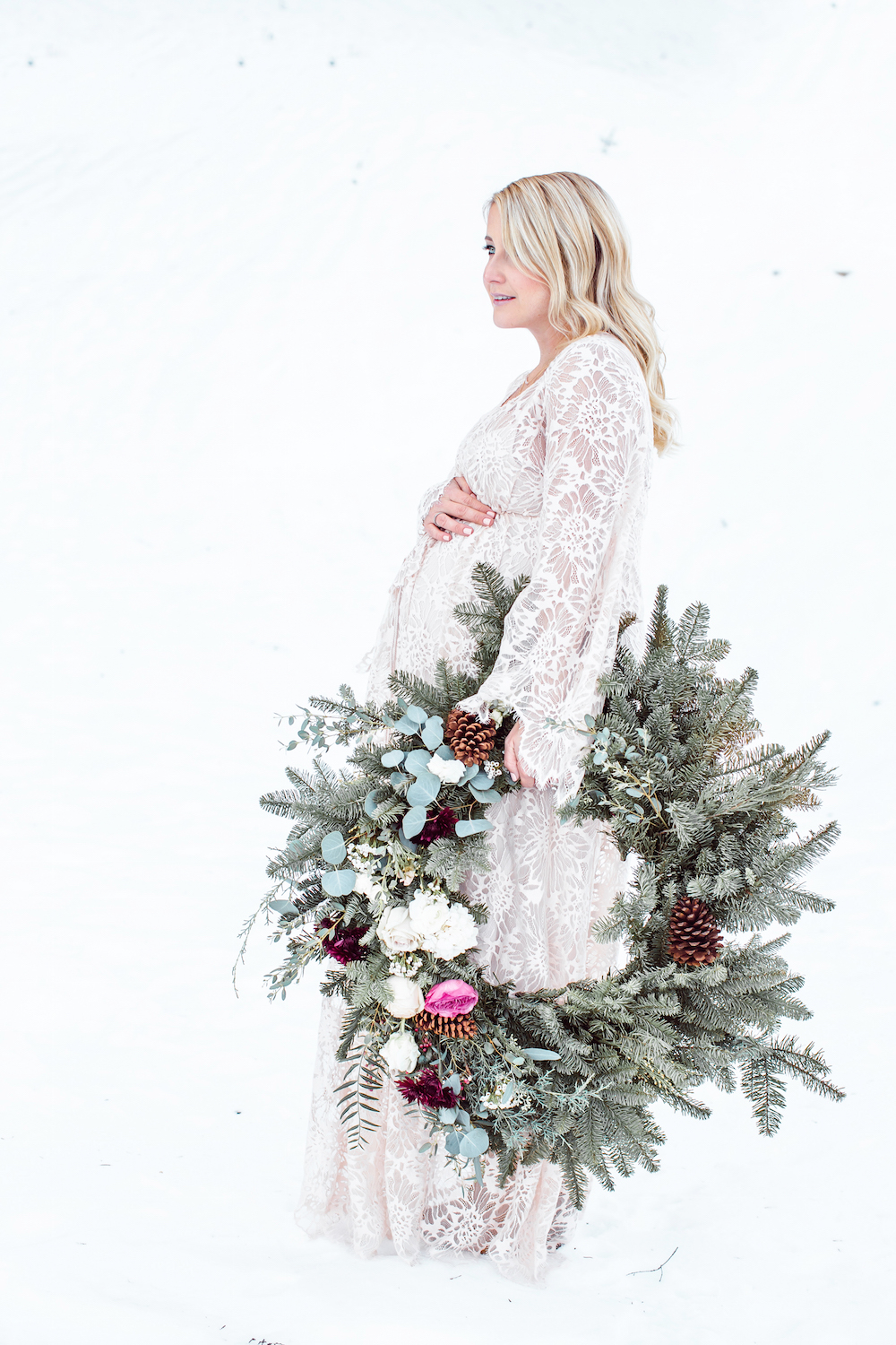 maternity photos monika hibbs wreath