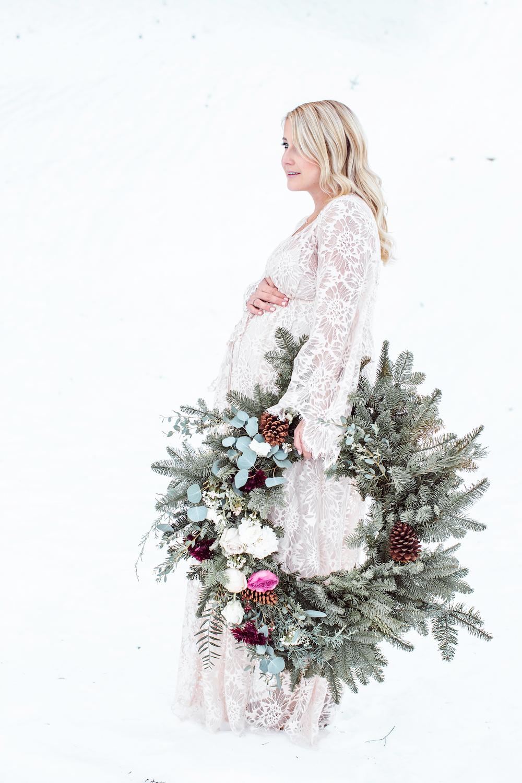 maternity photos monika hibbs wreath